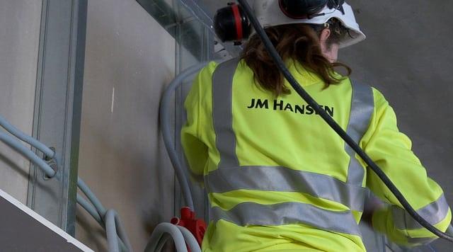 Elektro montør på jobb - JM Hansen Tromsø